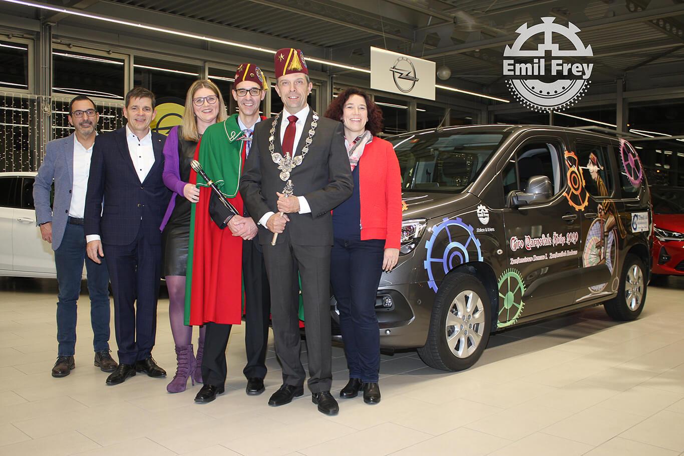 Zunftmeisterteam 2020 mit Fahrzeug von Emil Frey AG Ebikon